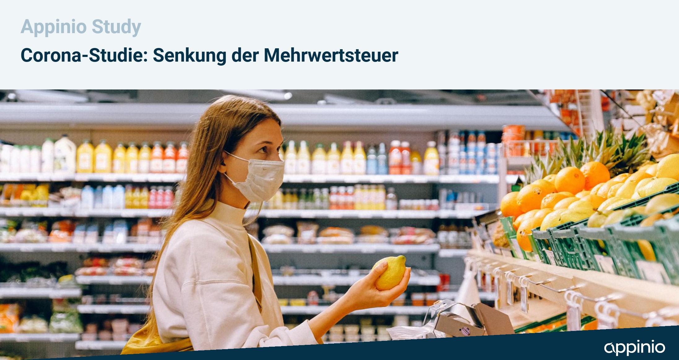 Frau mit Mundschutz beim Einkaufen, Titel: Senkung der Mehrwertsteuer